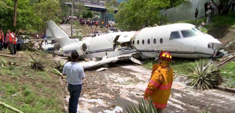 Avión que trasladaba misioneros cristianos se estrelló y nadie salió herido - Milagro