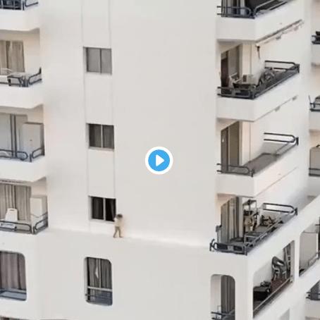 niña edificio